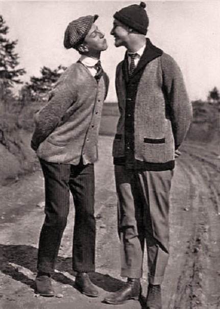 A vintage photo of a gay couple kissing.
