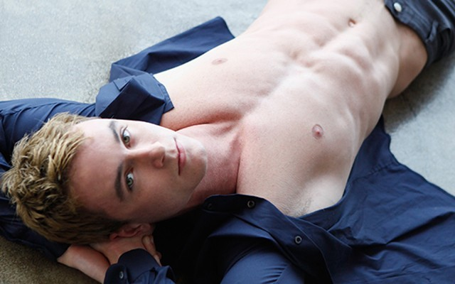 'Teen Wolf' Star Ryan Kelley Drops Trou for Logo Photoshoot