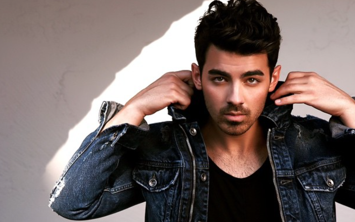 Joe Jonas Serves the Sexiest 'O-Face' on Instagram