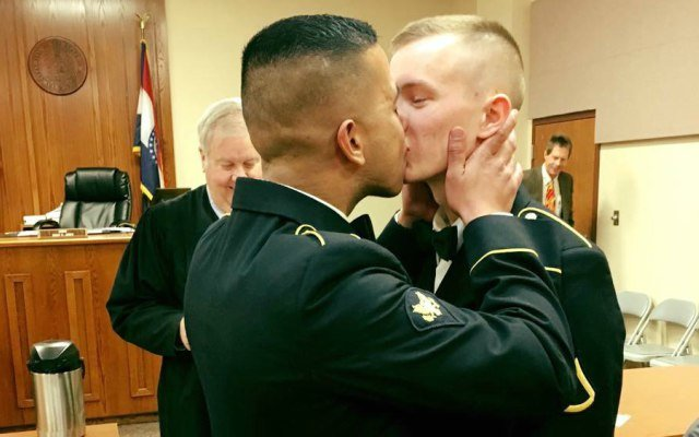 Military couple's photo breaks the Internet.