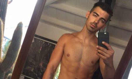 Joe Jonas shirtless selfie
