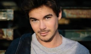 'Pretty Little Liars' Heartthrob Tyler Blackburn Comes Out